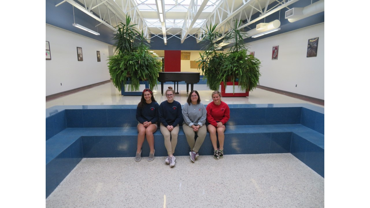 Spanish Club Elects New Officers